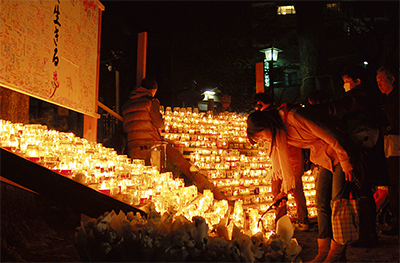 震災から2年、鎮魂の灯火