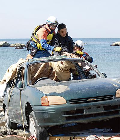 取り残された人を連携救助