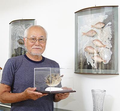 魚でアート作り20年