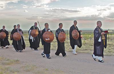 僧侶たちの祈りの旅