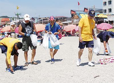GWクルーと海岸清掃