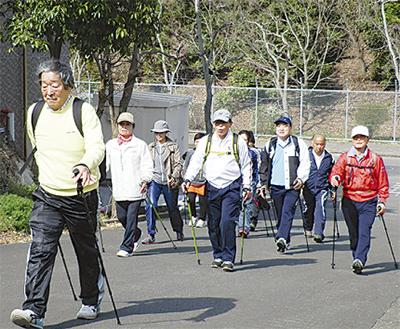 ポール歩きで運動不足解消