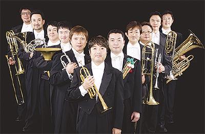 観客魅了する金管奏