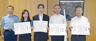 表彰された青柳さん、丸山さん、小林さん、高橋さん(左から)