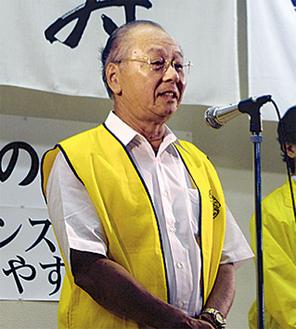あいさつに立つ吉田会長