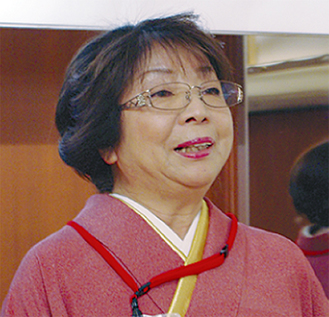 着物姿で壇上に登った飯塚部会長