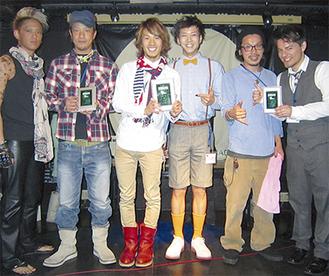 優勝した外山選手(左から3人目)
