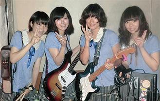 4人組ガールズバンド「Chirol」(同校提供)