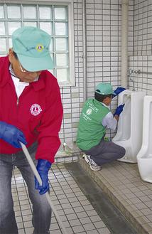 メンバーで役割分担をして清掃を行った