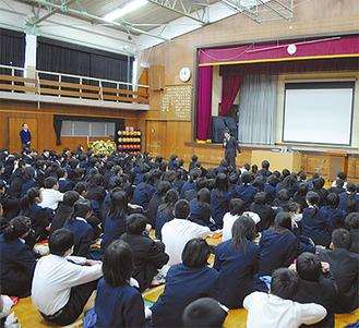 約400人の生徒が命について考えた