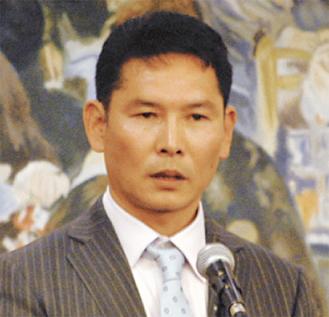 あいさつを述べる大澤会長