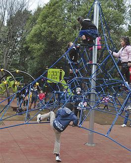 新設された6基の大型遊具は、どれも子どもたちに大人気だった