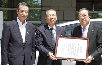写真左から笠間綾瀬市長、増田会長、與田(よだ)社長