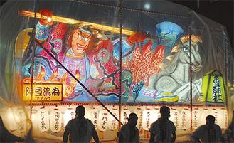 掛け声とともに東北守護の英雄・阿弖流為の山車が登場        (8月24日撮影)