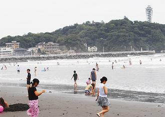 家族連れの姿も(西浜海水浴場/8月24日撮影)