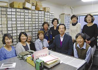 代表の水野さん(前列右から2番目)と勉強会に出席した会員