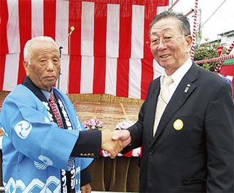 佐川会長(左)と江尻会長