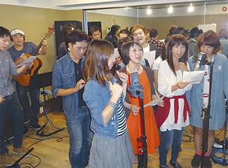 レコーディングには出演するミュージシャンのほか商店街のスタッフらも参加(提供=プチまちかど音楽祭実行委員会事務局)