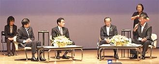 (左から)田上長崎市長、岸田外相、松井広島市長、鈴木藤沢市長によるトーク