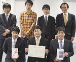 ▲コンテスト直前は5日間学校に泊まり込んで開発したというアプリ部門大賞の長沢研究室のメンバー