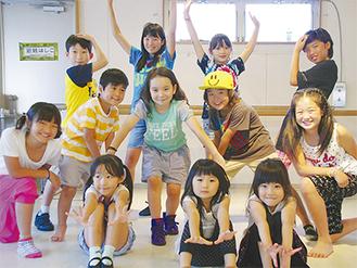 ダンススタジオで練習に励む子どもたち