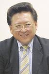 インタビューに答える鈴木会長