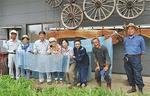 7月13日に「植木屋あいはら」で実施された体験会では、参加者や視察に訪れたJA職員が、生葉での藍染めに挑戦した