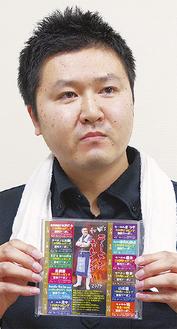 カレンダーと決めポーズの和田さん