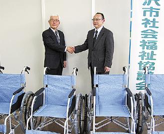 加藤会長(左)と高杉室長