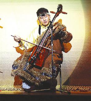 馬頭琴を奏でるゾリゴーさん