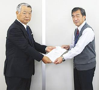 安西会長(左)と伊原事務局次長