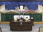代表のお母さんの祭壇。もちろん花祭壇「百人一趣」の家族葬