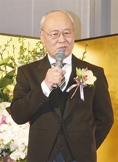 あいさつをする田中正明氏