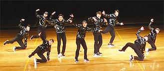 ダンスを披露する「KANA-BOON!」
