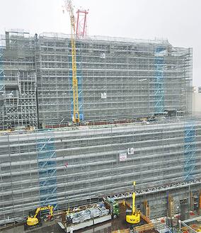 上棟を終えた新庁舎(6月13日撮影)