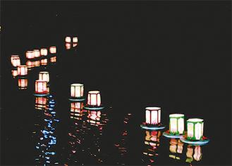 川面を映す幻想的な灯り
