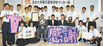 日大藤沢サッカー部が市長を表敬