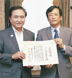 感謝状を手に、黒岩知事と白樫藤沢事業所長