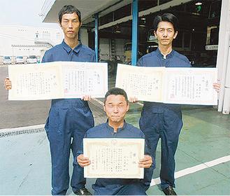 優勝した遠藤・武ペアと3位の渡辺さん(前列)
