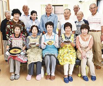 昔から食べられている菓子のレシピ作りをしているメンバー