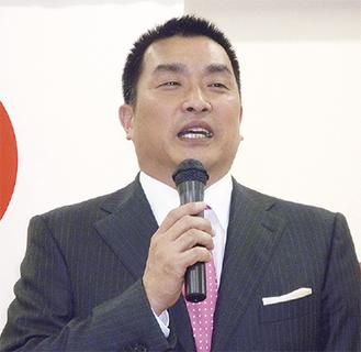 講演する山本昌さん