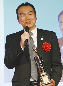 表彰式でスピーチをする宮原さん