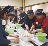 留学生が寿司作り体験