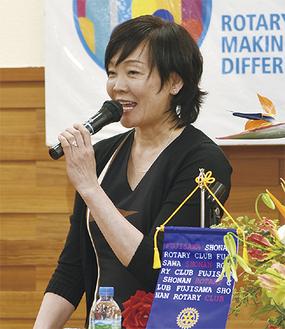 笑顔で語る昭恵首相夫人