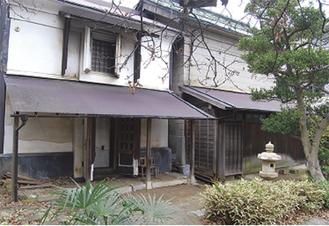 旧稲元屋呉服店一番蔵(左)内蔵(右)