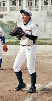 近藤実夏(3年)/元右翼手で最近は一塁を守ることが多い。157cmと小柄ながら男子に劣らぬ気迫で練習に臨む