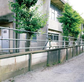 村岡小北側の万年塀