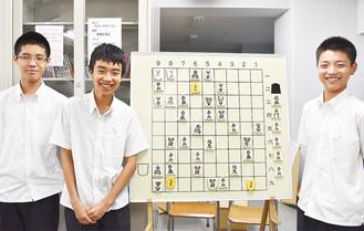 県代表になった(左から)東くん、菊田くん、矢野くん
