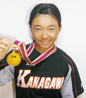 優勝メダルを手にする今福愛理さん