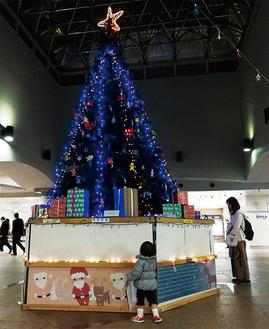 イルミネーション湘南台の象徴的存在、6mのツリーも登場(湘南台駅地下)